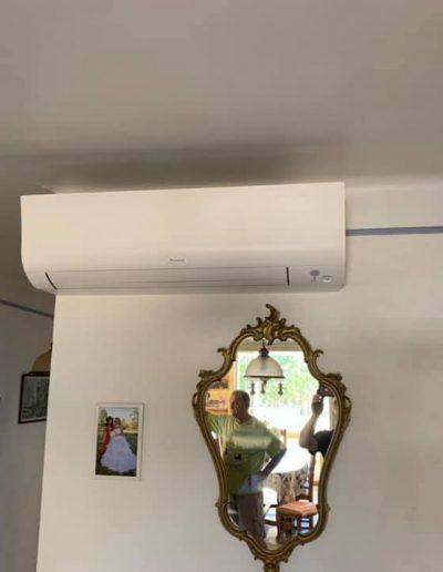 Installation d'un climatiseur DAIKIN perfera 42 à Saint-Privat des Vieux.